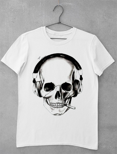tricou drawed skull